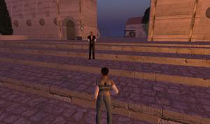 Terry (øverst i trappa) fremfor seiersmonumentet i Venna, landsbyen han har skapt bit for bit for å ta del i det sykt store rollespillet Gor. (Ill. Teknologia.no)