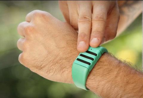 Trykk på armbåndet, og de siste 60 sekundene vil være foreviget. Foto: Kapture