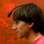 Fargeblind artist med chip-implantat i hodeskallen - nå «hører» han farger